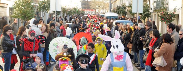 Sexta-feira há desfile de Carnaval! capa