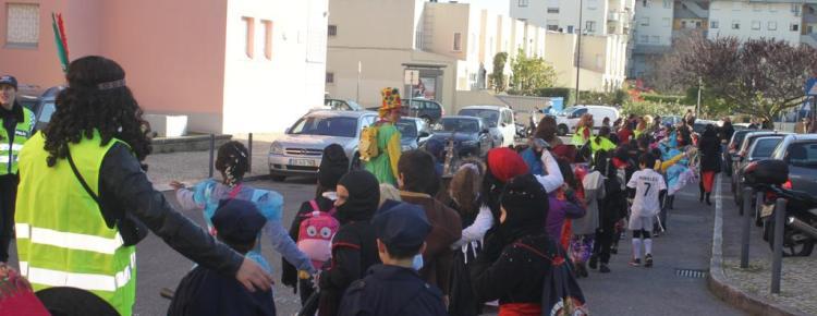Carnaval trouxe alegria às ruas de Telheiras capa